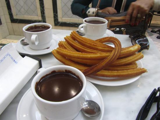 churros-con-chocolate-san-gines